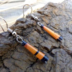 Boucles d'oreilles artisanales en papier recyclé orange et noir