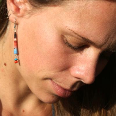Boucles d'oreilles bleu et rouge